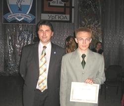 Обладатель золотого сертификата ГАРАНТа Сирин Зарипов с директором Института Юстиции Маратом Саликовым