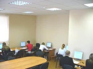 Студенты во время выполнения заданий Олимпиады на знание системы ГАРАНТ